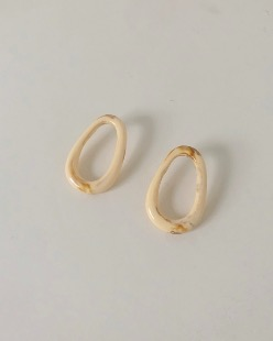 Elliptical earring, ivory