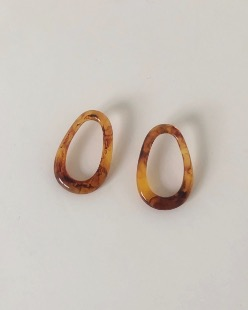 Elliptical earring, brown