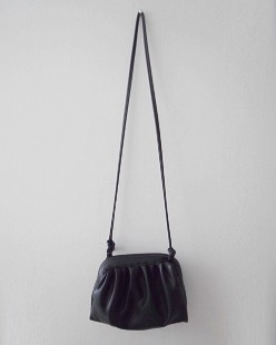 clam mini bag, black