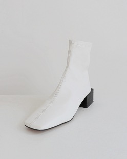 unbalance heel ankle boots, white